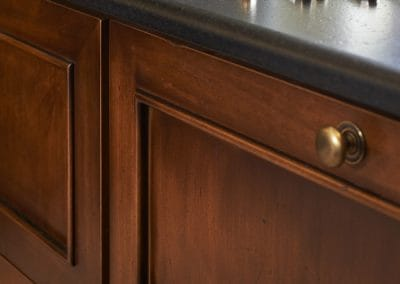 detail-meuble-cuisine-tradition-antiquite-sur-mesure