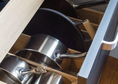 rangement-casserole-cuisine-sur-mesure-rennes-lannion
